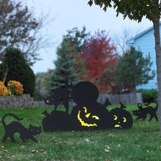 Figurine negre ca si decoratiuni pentru gradini pentru Halloween