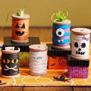 Monstrii confectionati pentru Halloween din mosoare de ata