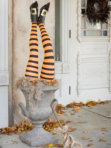 Urna cu vrajitoare decor inedit realizat pentru Halloween