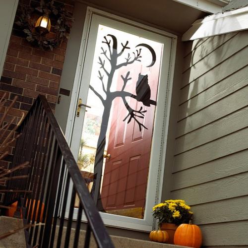 Usa decorata cu sticker pentru Halloween