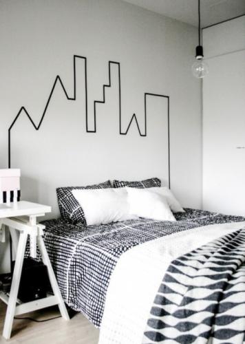 Tablie de pat conturata pe perete cu vopsea lavabila
