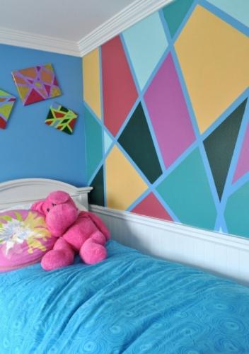 Vitralii pe perete facute cu hartie adeziva si vopsea lavabila colorata