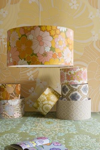 Abajururi decorate cu fasii de tapet