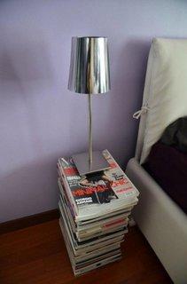 Noptiera din reviste suprapuse