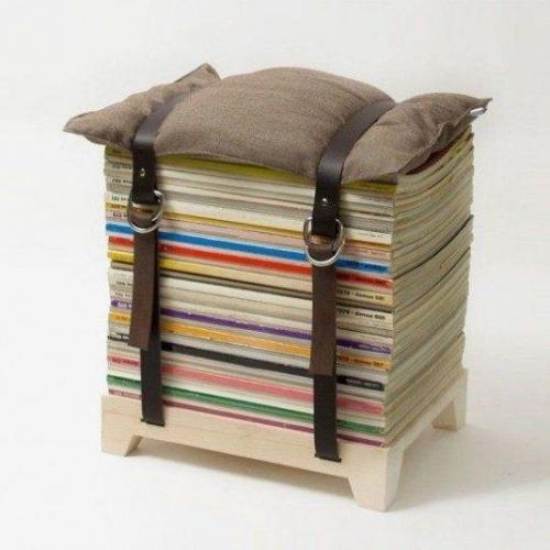 Scaun din reviste si pernuta