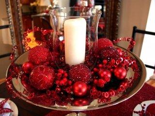 Decor centru masa decorat cu rosu