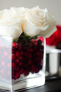 Trandafiri albi si merisoare