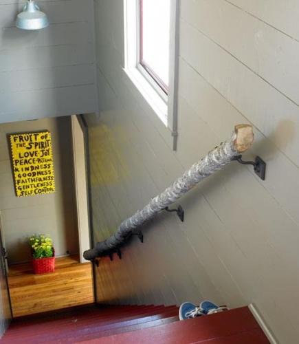 Balustrada pentru scara de interior din bustean
