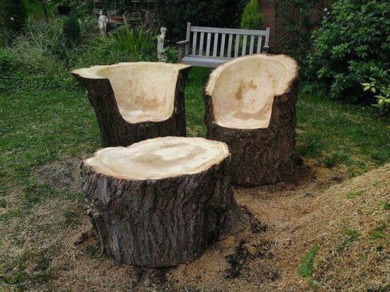 Set de scaune si masa sculptate in trunchiuri de copac