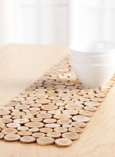 Traversa masa din bucatele de lemn