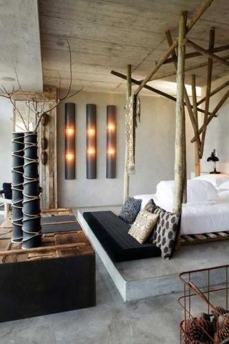 baldachin pat confectionat din trunchiuri copac