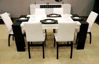 Dining mic cu decor alb negru