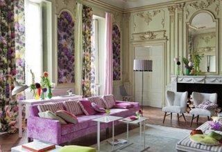 Living cu decor colorat