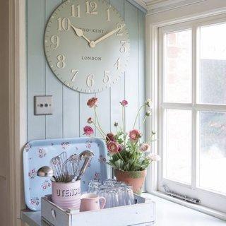 Decor bucatarie cu ceas decorativ