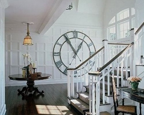 Living cu ceas decorativ mare