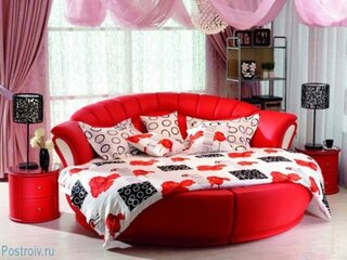 Dormitor cu decor rosu