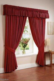 Draperii elegante rosii