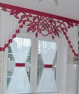 Perdele scurte rosii si albe pentru hol sau bucatarie