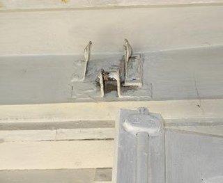 Desfacerea din feronerie a geamurilor