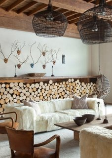 Living vintage cu spatiu depozitare lemne