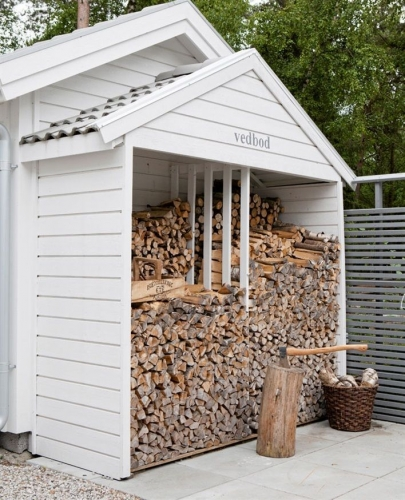 Anexa din lemn pentru depozitare lemne foc