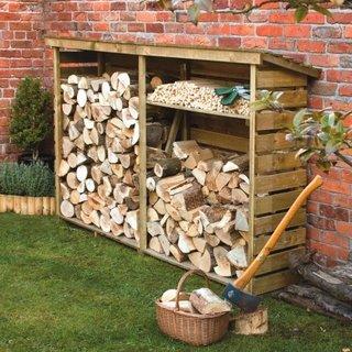 Depozitare lemne pentru foc