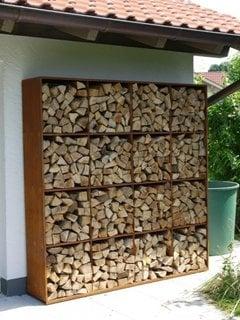Rafturi exterioare pentru depozitare lemne foc