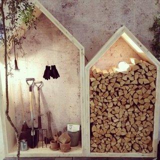 Spatiu depozitare in curtea casei pentru lemne si unelte