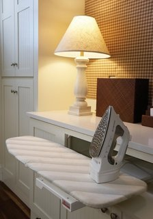 Masa de calcat incorporata in mobilier