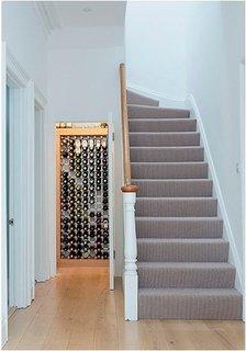 Idee de dulap pentru depozitare vin incastrat in perete