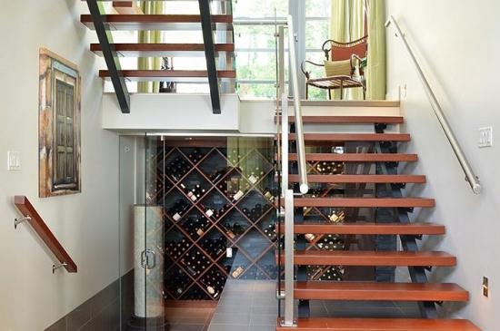 Idee depozitare sctile vin sub scara
