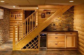 Racitor mic de vin incastrat in mobila de bucatarie in stil rustic