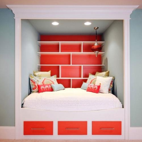 Decor rosu albastru in dormitor