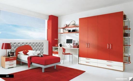 Dormitor cu decor alb rosu
