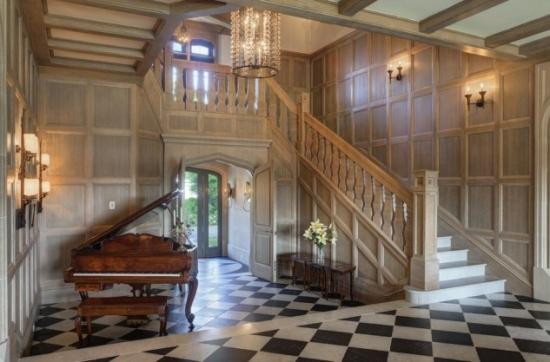 Amenajare hol intrare cu scari