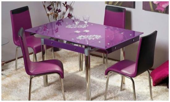 Dininguri moderne cu accente de violet