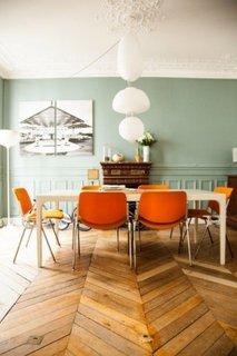 Amenajare loc de servit masa cu accente oranj
