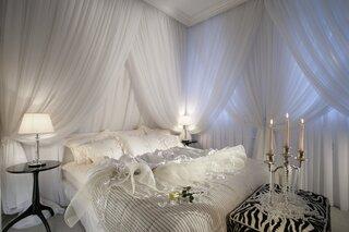 Dormitor modern romantic amenajare pentru luna de miere