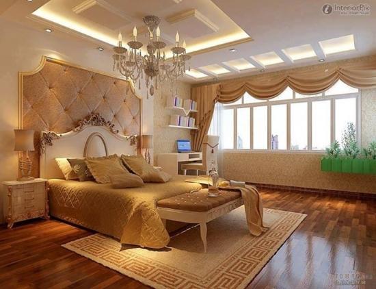 Dormitor zugravit cu alb si mobilier crem