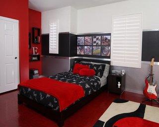 Dormitor cu decor rosu negru