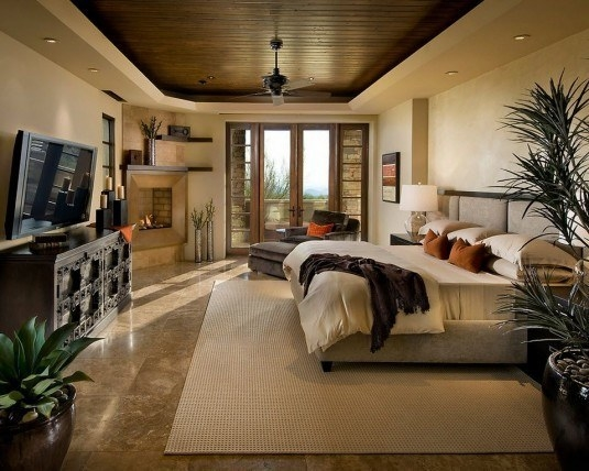 Dormitor mare in culori pamantii