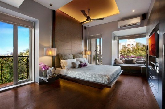 Dormitor puternic iluminat natural
