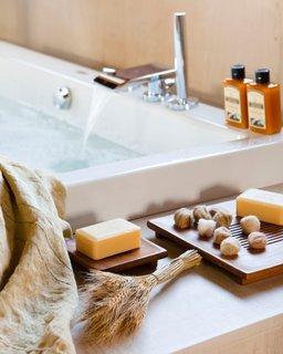 Baterie moderna pentru cada de baie