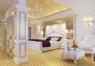 Dormitor cu decor alb auriu