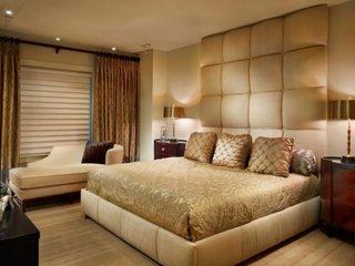 Dormitor cu decor auriu