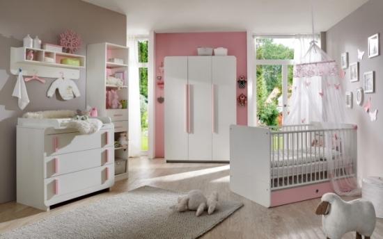 Dormitor fetita cu pereti gri mobila alba si accesorii roz