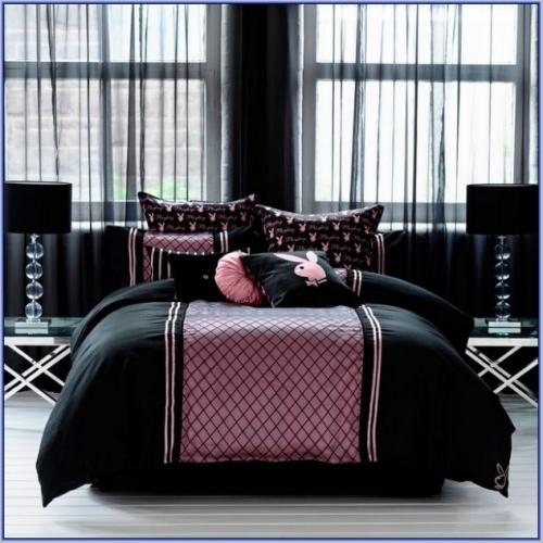 Dormitor roz cu negru