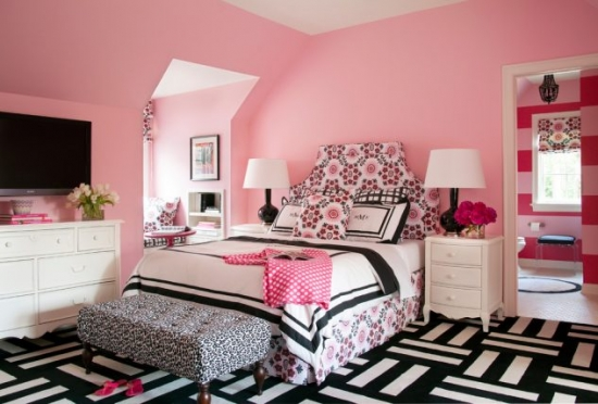 Dormitor tineret roz cu negru