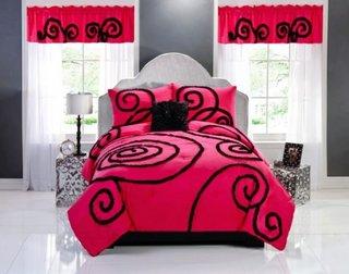 Perdele si cuvertura de pat roz cu negru