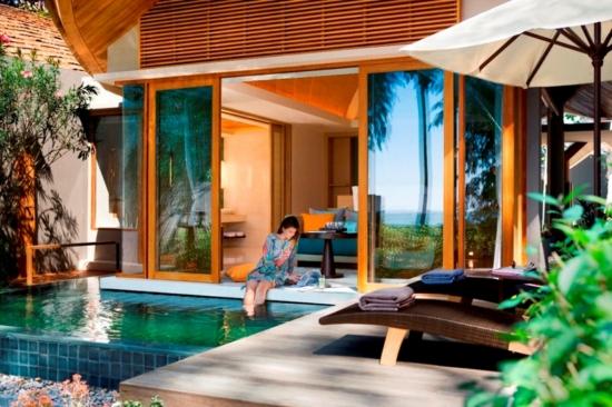 Camera de zi cu iesire direct catre piscina
